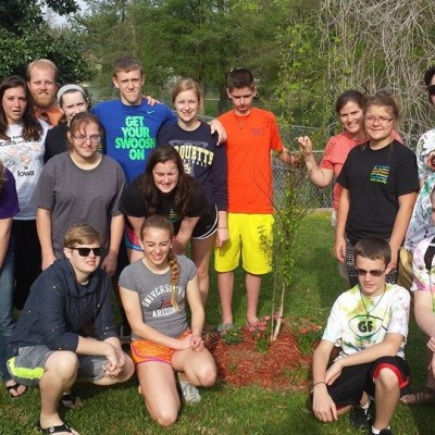 GF youth plant a tree 2015